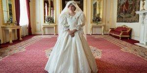 Emma Corrin Diana abito da sposa The Crown