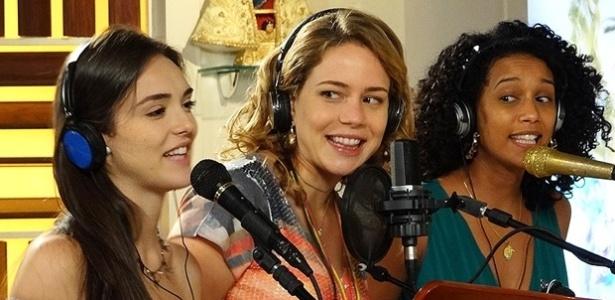 """Em """"Cheias de Charme"""", Cida e Penha gravam com Rosário música composta pela cozinheira"""