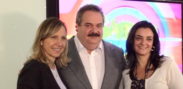 """Gilberto Barros apresenta novo programa """"Sábado Total"""" ao lado de Mônica Pimentel (á esq.) e Kátia Gardin, na Rede TV! (26/6/12)"""