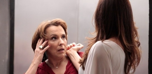 """Livia dá mais uma de suas seringadas em """"Salve Jorge"""""""