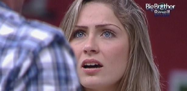 Renata discute com João Maurício que a criticou por ter se reaproximado de Jonas após a eliminação de Ronaldo (14/2/12)