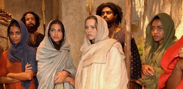 Cena de A História de Ester: Ao centro, Gabriela Durlo (Ester) e Letícia Colin (Ana)