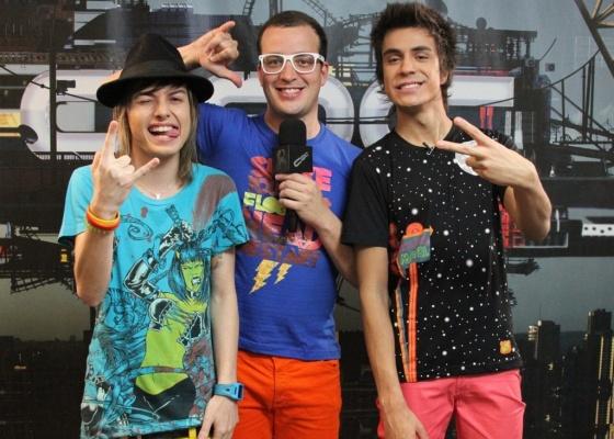 Rafael Cortez e os meninos da banda Restart no CQC (27/9/10)