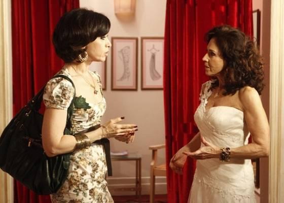 Fernanda Torres e Yoná Magalhães em cena da série Tapas & Beijos (23/8/2011)