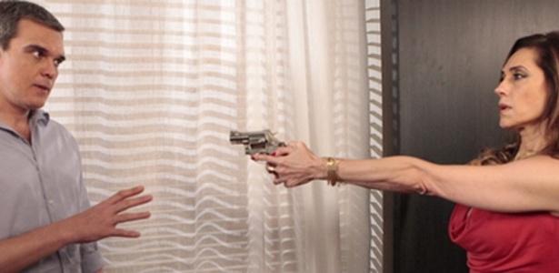 """Em """"Fina Estampa"""", Tereza Cristina atira em René (9/3/12)"""