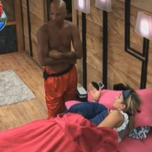Dinei fala com Dani Bolina (12/08/11)