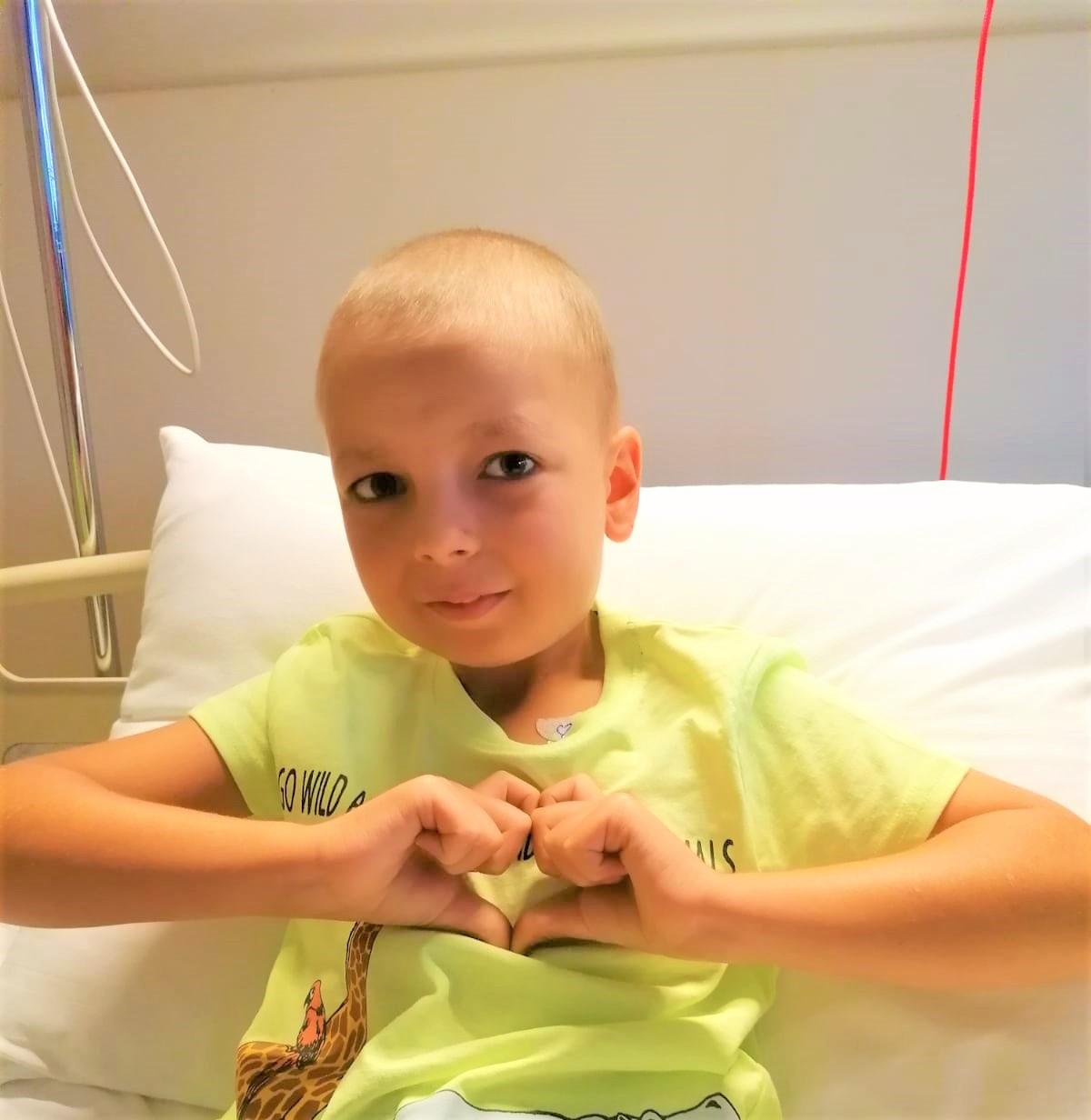 Comanda o lenjerie de pat si poti salva viata unui copil bolnav de CANCER!