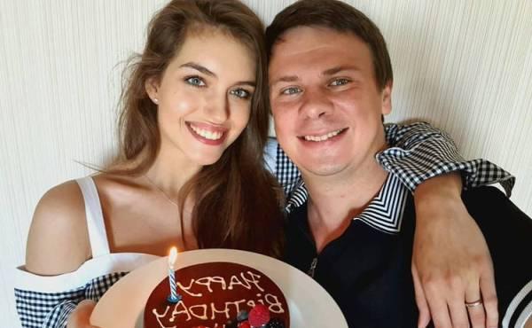 Жена Дмитрия Комарова показала редкое фото с медового ...