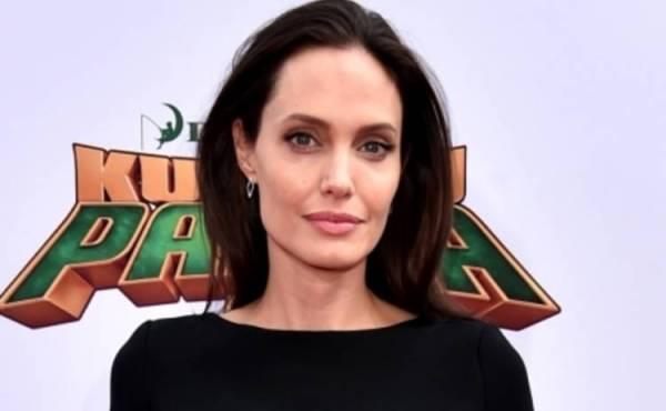 Панда Кунг-Фу 3: Анджелина Джоли пришла на премьеру с ...