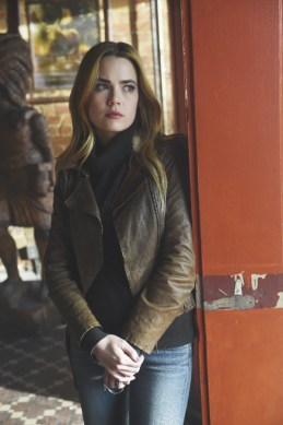 Blood & Oil 1x01-REBECCA RITTENHOUSE