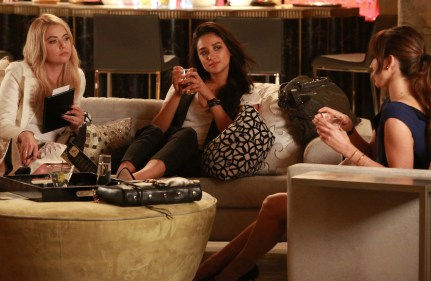 Pretty Little Liars 6x11 -ASHLEY BENSON, SHAY MITCHELL, TROIAN BELLISARIO