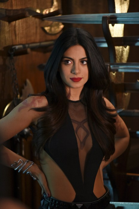 Shadowhunters 1x02 - EMERAUDE TOUBIA