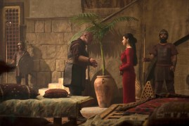 Of Kings and Prophets 1x01 - RAY WINSTONE, JEANINE MASON