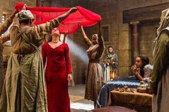 Of Kings and Prophets 1x01 - JEANINE MASON, MAISIE RICHARDSON-SELLERS