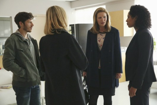 The Family 1x01-37
