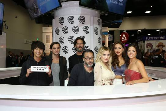 Comic-Con 2016 - The 100 Signing 5