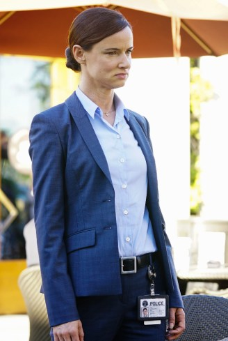 Secrets And Lies 2x05 -JULIETTE LEWIS