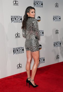 nina-dobrev-american-music-awards-11