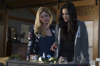 Pretty Little Liars 7x12 - SASHA PIETERSE, SHAY MITCHELL