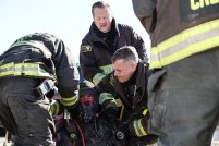 Chicago Fire 5x19 - 01