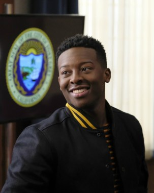 The Mayor 1x02-35
