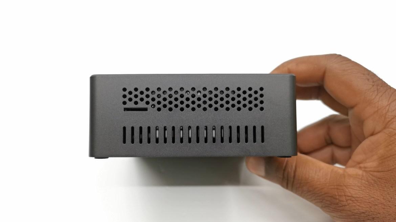 BMAX B2 SD card reader and vents