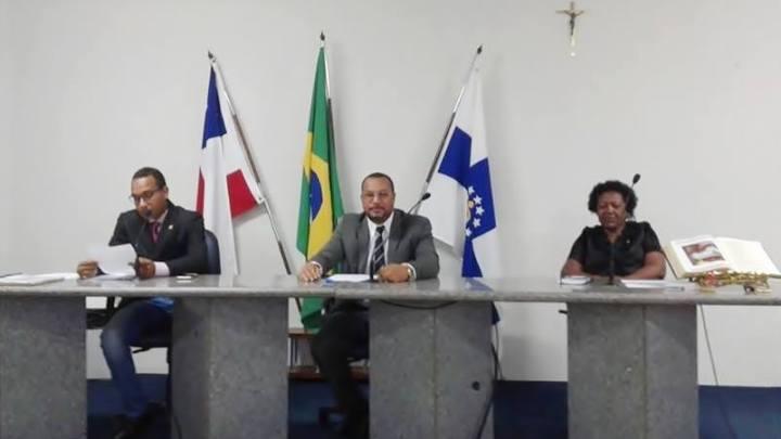 CÂMARA DE VEREADORES: Luiz de Dêla preside pela primeira vez sessão da Câmara de Conceição da Feira