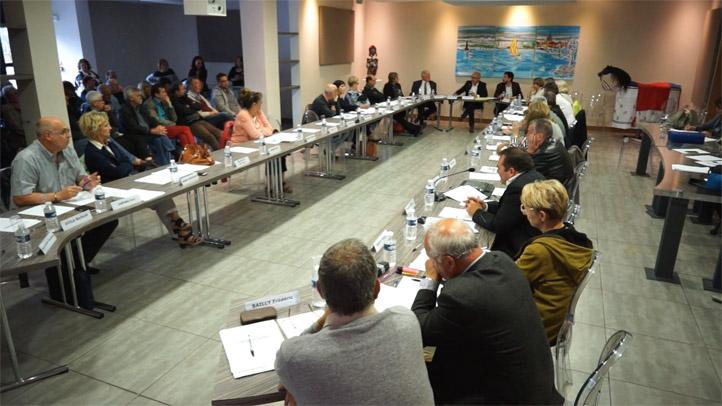 Conseil municipal de la ville de Mèze du 11 mai 2017 - Débat sur la vente du Thalassa : totalité des débats