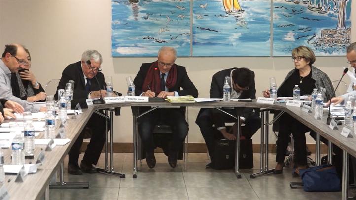 Conseil municipal de la ville de Mèze du 13-12-17 - Débat autour de la Cie Surprise