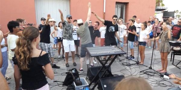 «La Jeanpierrinnade», danse de l'été 2017 pour les stagiaires percussionnistes de Mèze