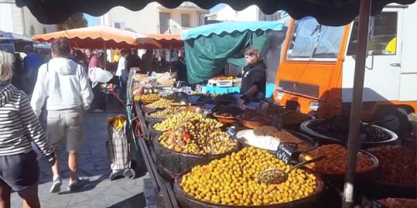 Petit tour du marché de Mèze