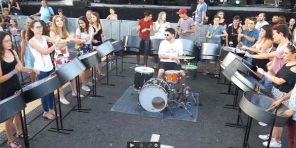 Stage de percussions de l'école de musique de Mèze – le final dans l'enceinte du Festival de Thau