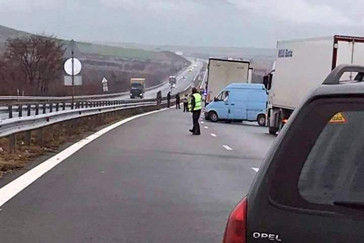 """Катастрофа блокира магистрала """"Хемус"""""""