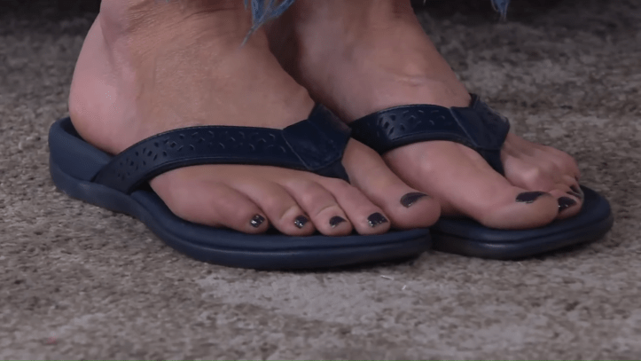 vionic leather thong sandals - tide anniversary on qvc 9-9 screenshot
