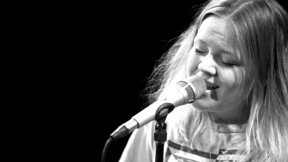Lina Maly singt bei TV Noir im April 2017