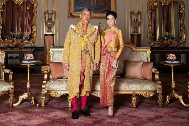 El rey de Tailandia retira los títulos a la mujer a la que nombró consorte real por deslealtad