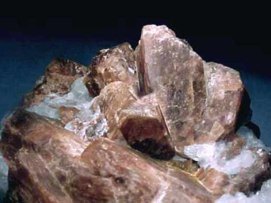 Андалузит-камень-Свойства-происхождение-и-применение-андалузита-1