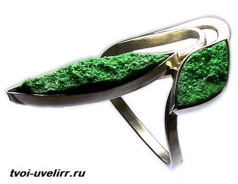 Уваровит-камень-История-происхождение-и-свойства-уваровита-4