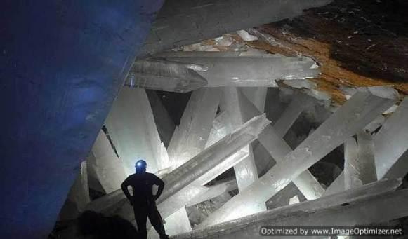 Гигантские-кристаллы-найденные-в-пещере-Naica-в-Мексике-9