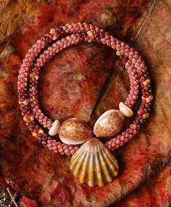 Морские-дары-Ниихау-и-особенности-изготовления-гавайских-украшений-8