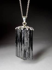 Чёрный-турмалин-Происхождение-история-и-свойства-камня-3