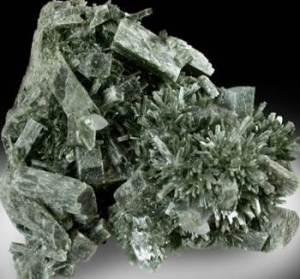 Актинолит-Происхождение-история-и-свойства-камня-3