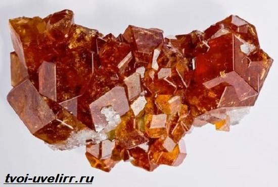 Гиацин-камень-Свойства-добыча-применение-и-цена-гиацинта-2