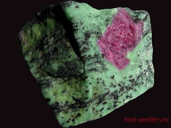 Камень-цоизит-Свойства-цоизита-Фото-цоизита-6