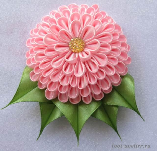 Цветы-из-лент-Как-сделать-цветы-из-лент-своими-руками-7