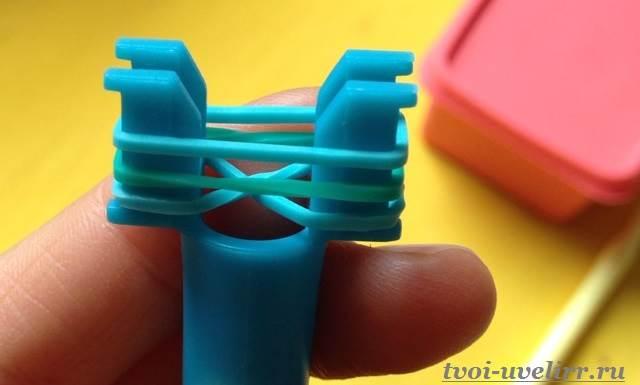 Плетение-из-резинок-на-рогатке-3