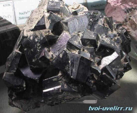 Геденбергит-минерал-Свойства-применение-и-цена-геденбергита-3
