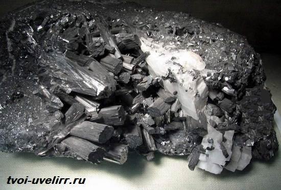 Манганит-камень-Свойства-добыча-и-применение-манганита-3