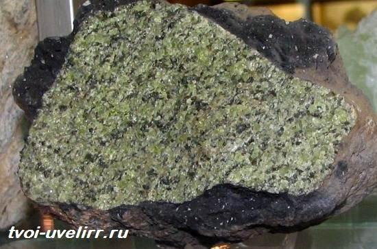 Форстерит-камень-Свойства-применение-и-цена-форстерита-4