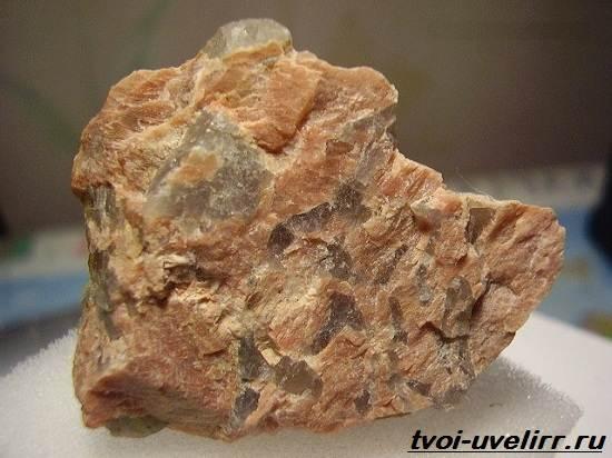Пегматит-камень-Описание-свойства-и-применение-пегматита-5